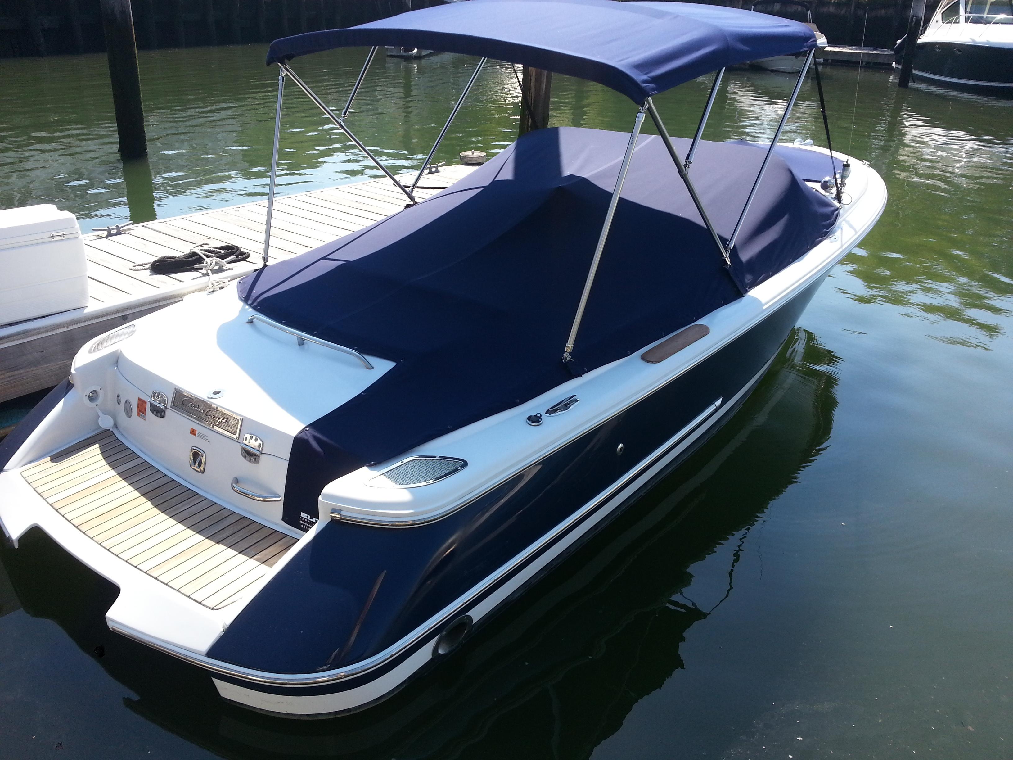 Chris Craft 22' Launch - Knutson's Yacht Haven Marina